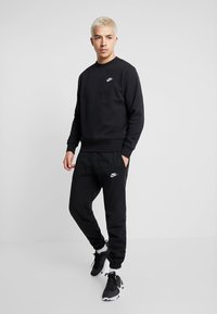 Nike Sportswear - CLUB - Sweatshirt - black/white - 1