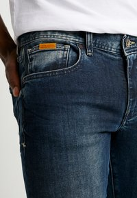 Armani Exchange - Džíny Slim Fit - indigo denim - 3