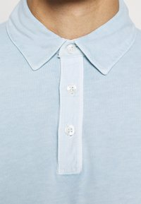 Marc O'Polo - LONG SLEEVE FLATLOCK DETAILS - Polo shirt - winter sky - 5