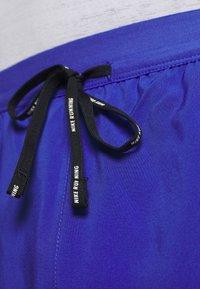 Nike Performance - FLEX STRIDE SHORT - Pantalón corto de deporte - astronomy blue/silver - 6