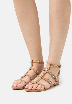 ELLE - Sandals - caramel/silver
