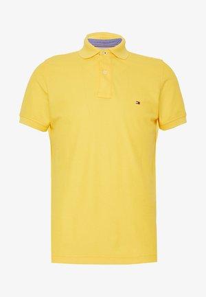 Polotričko - yellow