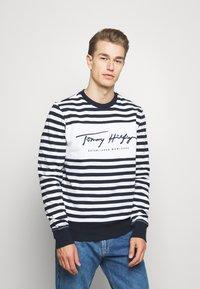 Tommy Hilfiger - COOL SIGNATURE - Sweatshirt - dark blue/white - 0