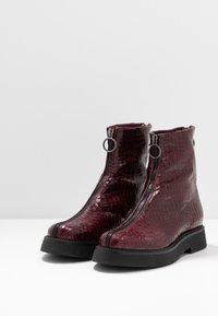 MJUS - Kotníkové boty na platformě - wine - 2