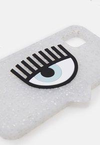 CHIARA FERRAGNI - LOGOMANIA GLITTER CASE IPHONE 12 - Phone case - silver - 3