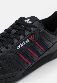 adidas Originals - CONTINENTAL 80 STRIPES UNISEX - Tenisky - core black/collegiate navy/vivd red - 5