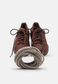 adidas Originals - PW SUPERSTAR PK UNISEX - Baskets basses - auburn/bright yello/brown - 5