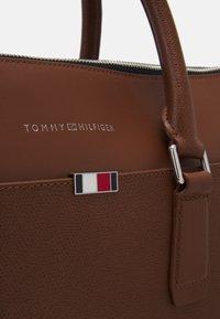 Tommy Hilfiger - BUSINESS SLIM COMP BAG UNISEX - Portafolios - brown - 5