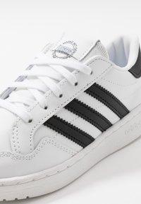 adidas Originals - TEAM COURT - Matalavartiset tennarit - footwear white/core black - 2