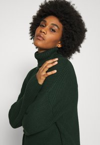 Monki - DOSA - Jumper - green dark - 4