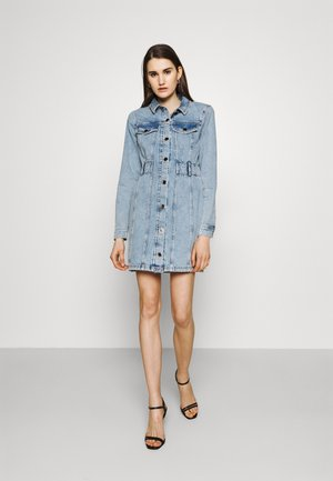 REMY DRESS - Denimové šaty - denim mid