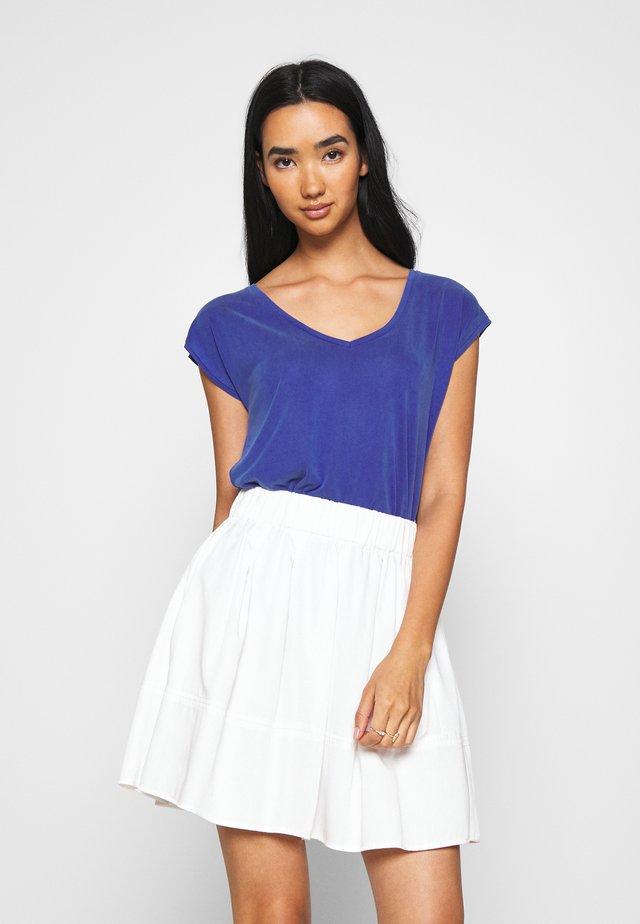 PCKAMALA TEE - Basic T-shirt - royal blue