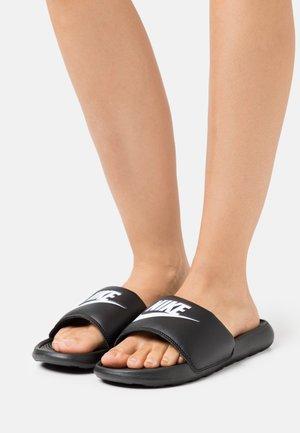 VICTORI ONE SLIDE - Pantofle - black/white