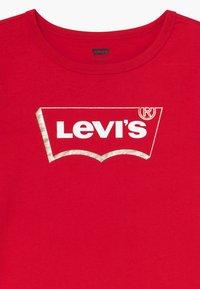 Levi's® - GRAPHIC - Triko spotiskem - super red - 3