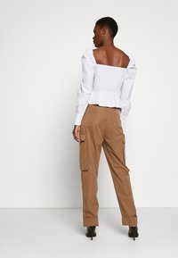 Missguided Tall - PLEAT FRONT TURN UP HEM CARGO TROUSER - Cargo trousers - tan - 2