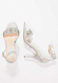 Blue by Betsey Johnson - GINA - Højhælede sandaletter / Højhælede sandaler - silver - 3