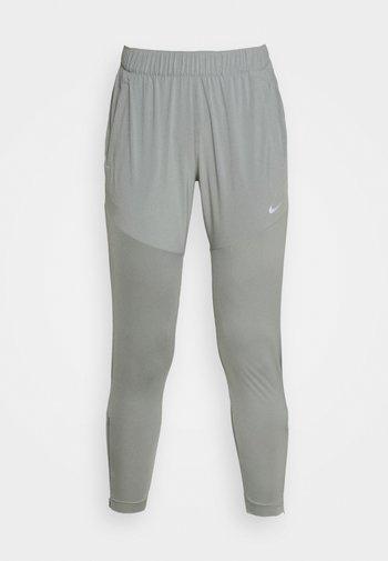 ESSENTIAL PANT - Pantalones deportivos - particle grey/silver