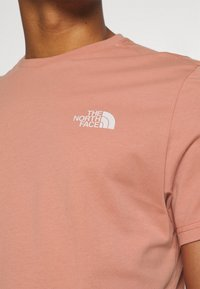 The North Face - SIMPLE DOME TEE NEW TAUP - T-shirt con stampa - pink clay - 5