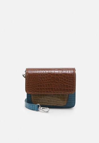 CAYMAN MINI - Across body bag - tawny brown