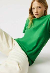 Lacoste - Basic T-shirt - vert - 4