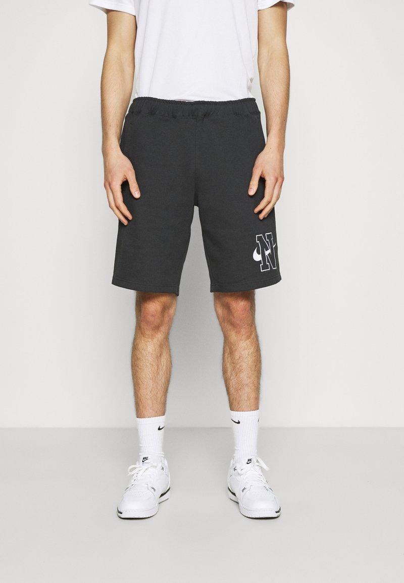 Nike Sportswear - RETRO  - Kraťasy - off noir