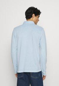 Marc O'Polo - LONG SLEEVE FLATLOCK DETAILS - Polo shirt - winter sky - 2