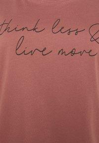 Anna Field Curvy - T-shirts med print - bordeaux - 4