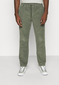 REVOLUTION - CASUAL TROUSERS - Trousers - army - 0