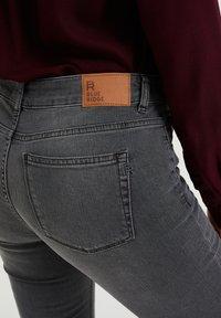 WE Fashion - DAMES  - Slim fit jeans - light grey - 4