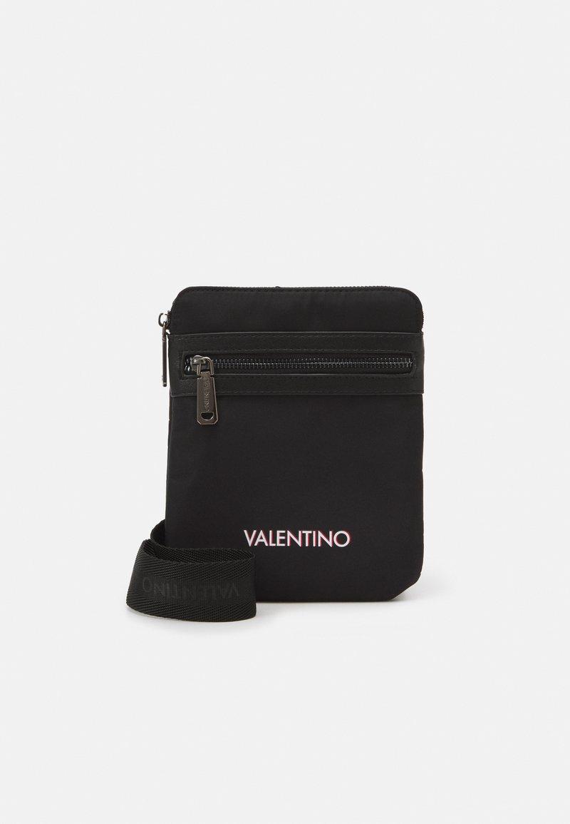 Valentino Bags - HOLLY UNISEX - Axelremsväska - nero