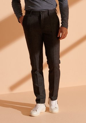Chino - charcoal grindle