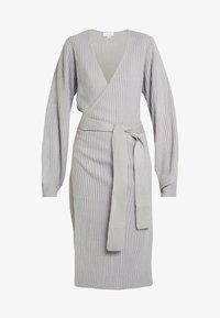 Lost Ink Petite - WRAP DRESS WITH FULL SLEEVE - Pletené šaty - grey - 5