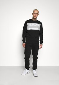 Jack & Jones - JCOBONDS TRACKSUIT SET - Sweatshirt - black - 0