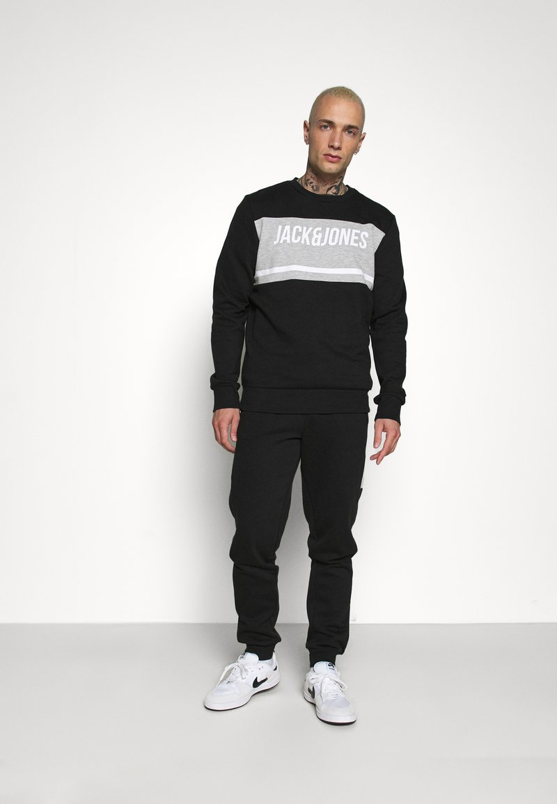 Jack & Jones - JCOBONDS TRACKSUIT SET - Sweatshirt - black