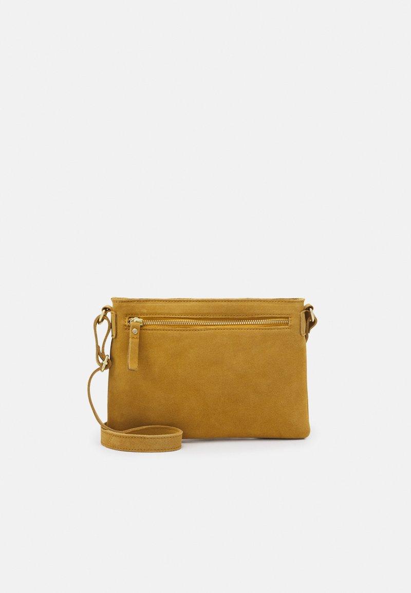 Even&Odd - LEATHER - Taška spříčným popruhem - mustard yellow
