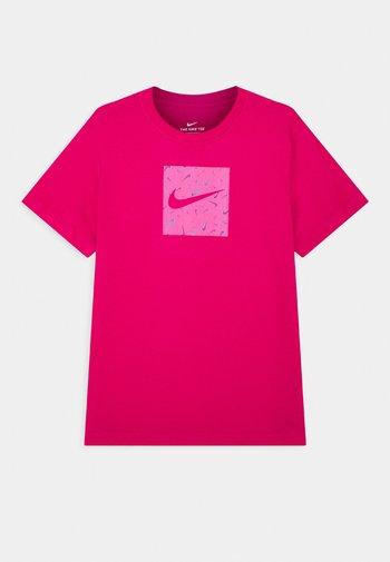 SWOOSHFETTI - Camiseta estampada - fireberry