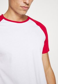 Pier One - Basic T-shirt - red - 4