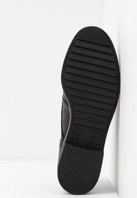 Clarks - GRIFFIN LANE - Zapatos de vestir - black - 6