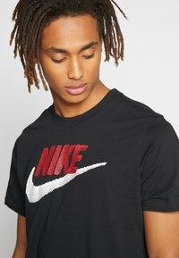Nike Sportswear - Print T-shirt - black/university red - 3