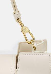 Elisabetta Franchi - CLAMP LOGO SHOULDER BAG - Handbag - burro - 4