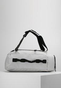 Columbia - STREET ELITE™ CONVERTIBLE DUFFEL PACK - Sports bag - cool grey - 2