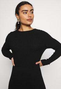 ONLY Petite - ONLSTRING DRESS - Pletené šaty - black - 3
