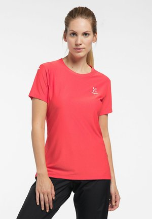 L.I.M TECH TEE - Print T-shirt - hibiscus red
