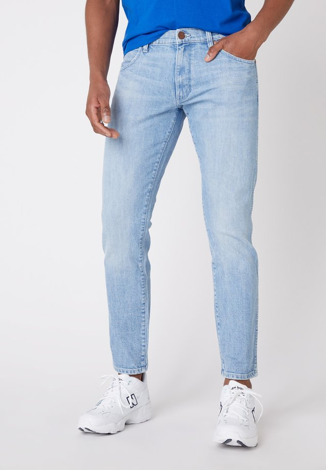 LARSTON - Jeansy Slim Fit - 1/4 blue