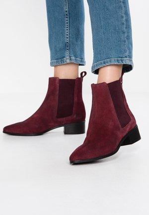 ZOE QUINN HIGH CHELSEA BOOT - Kotníkové boty - oxblood