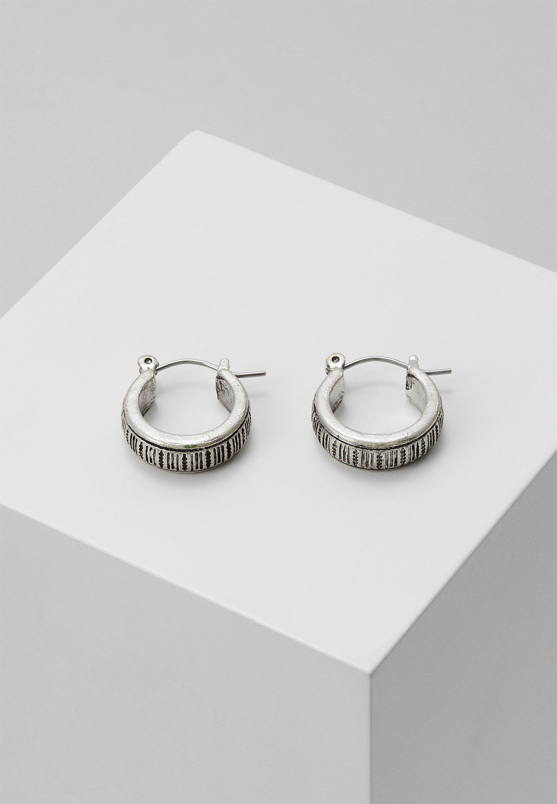 Men PATTERN ENGRAVED HOOP EARRING - Earrings