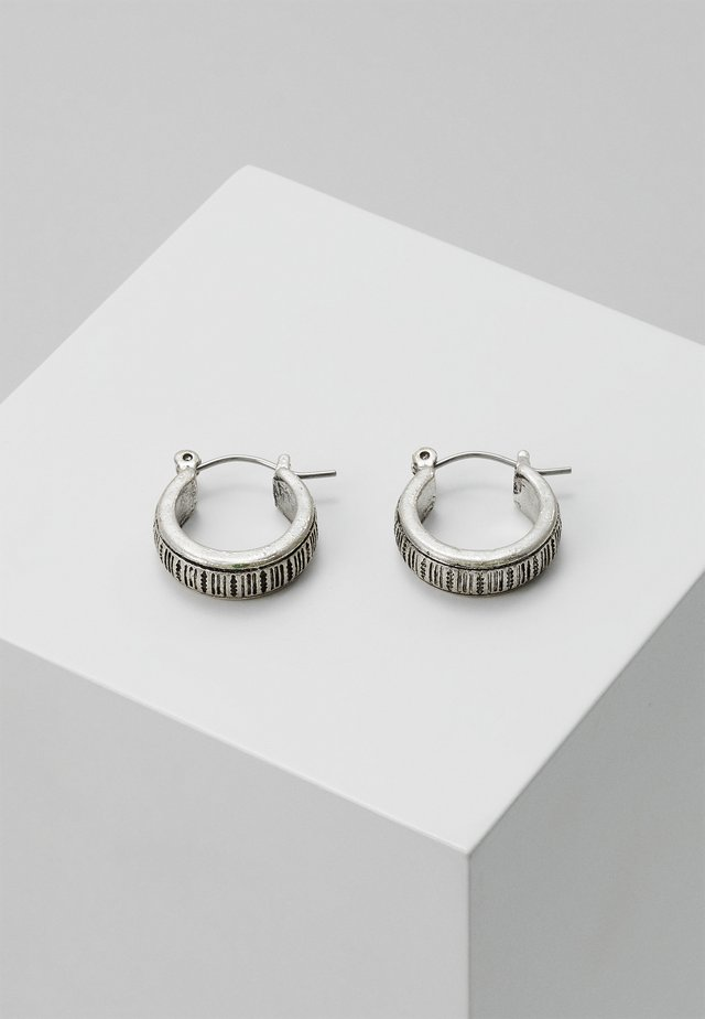 PATTERN ENGRAVED HOOP EARRING - Oorbellen - silver-coloured