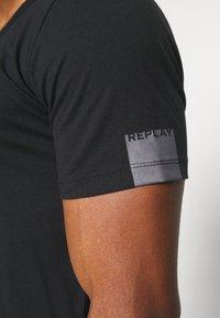 Replay - Basic T-shirt - off black - 5
