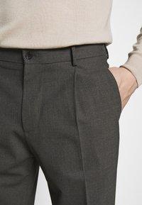 J.LINDEBERG - SASHA PLEATED PANTS - Trousers - grey melange - 5