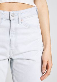 Weekday - LASH EXTRA HIGH MOM ECHO - Jeans Tapered Fit - bleached blue - 4